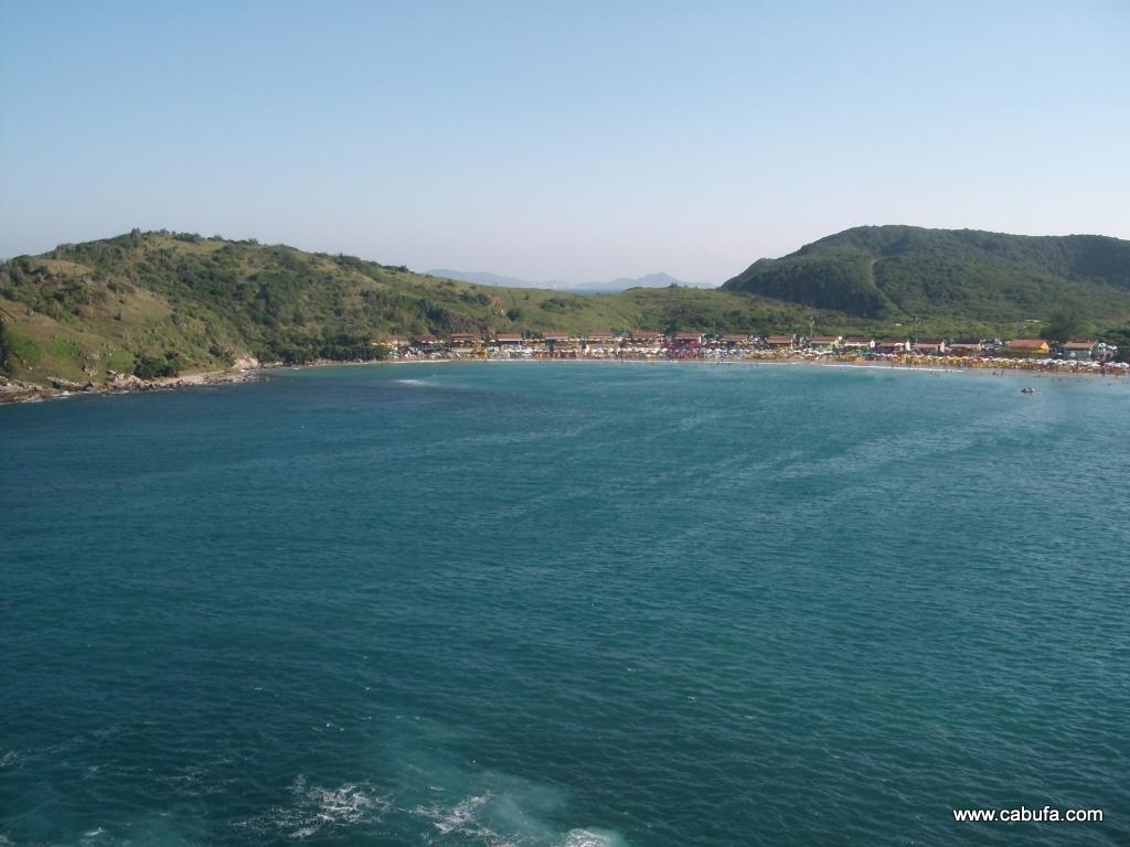 Vista de frente da praia das Conchas em Cabo Frio